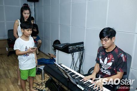 Dong Nhi - Ong Cao Thang doi mua tap luyen cho hoc tro truoc Liveshow 5 - Anh 8