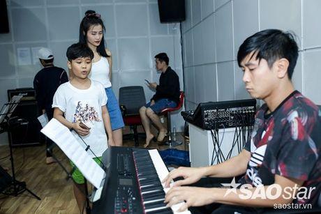 Dong Nhi - Ong Cao Thang doi mua tap luyen cho hoc tro truoc Liveshow 5 - Anh 9
