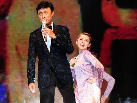 Ca si Tuan Ngoc lan dau tham gia 'Thay loi muon noi' - Anh 1
