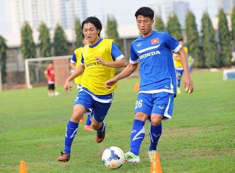 HLV Huu Thang gay bat ngo vi su lua chon thay the 'hon da tang' Que Ngoc Hai - Anh 2