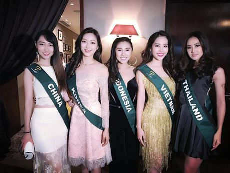 Nam Em dien lai vay cua Pham Huong du tiec o Miss Earth - Anh 3