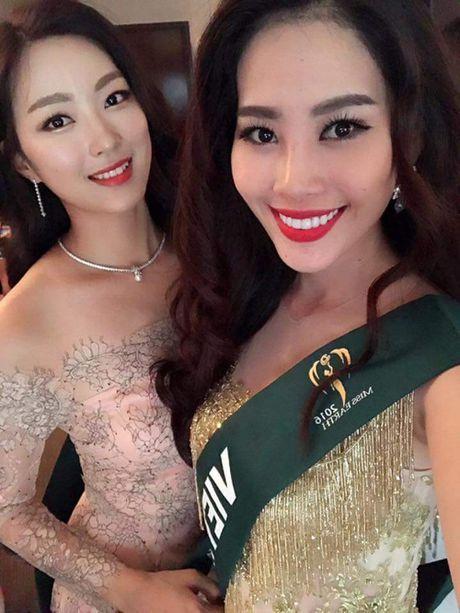 Nam Em dien lai vay cua Pham Huong du tiec o Miss Earth - Anh 5
