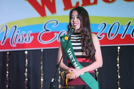 Nam Em dien lai vay cua Pham Huong du tiec o Miss Earth - Anh 6