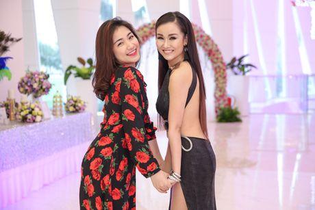 Hoa Minzy den chuc mung Vo Ha Tram ra mat MV moi - Anh 4
