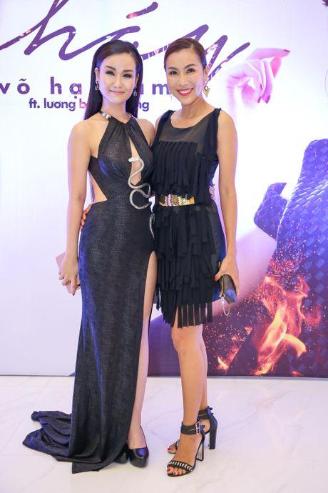 Hoa Minzy den chuc mung Vo Ha Tram ra mat MV moi - Anh 6