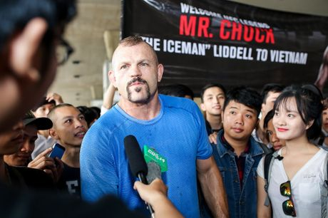 Hoa khoi ao dai 2016 don huyen thoai UFC Chuck den Viet Nam - Anh 2