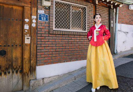 Chi Pu xinh xan trong trang phuc hanbok tai Han Quoc - Anh 2