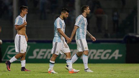 Argentina thua tham, con ai che Messi kem Maradona? - Anh 2