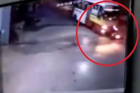 Lanh gay xe may doi dau xe buyt o Thai Nguyen - Anh 1