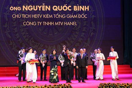 100 doanh nhan tieu bieu 2016 nhan cup Thanh Giong - Anh 10