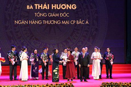 100 doanh nhan tieu bieu 2016 nhan cup Thanh Giong - Anh 11