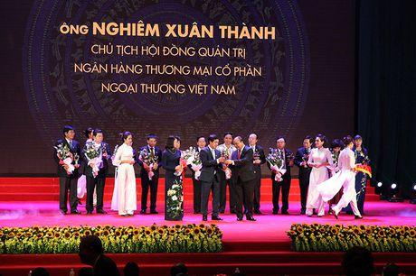100 doanh nhan tieu bieu 2016 nhan cup Thanh Giong - Anh 13
