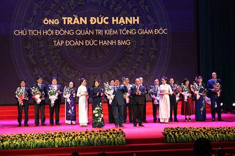 100 doanh nhan tieu bieu 2016 nhan cup Thanh Giong - Anh 15