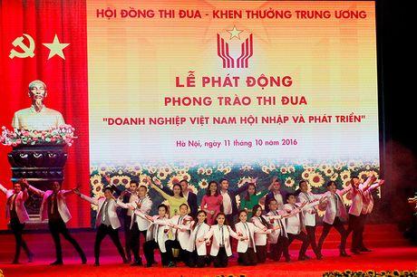 100 doanh nhan tieu bieu 2016 nhan cup Thanh Giong - Anh 17