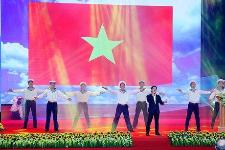 100 doanh nhan tieu bieu 2016 nhan cup Thanh Giong - Anh 19