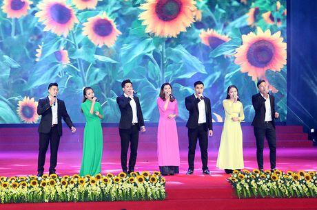 100 doanh nhan tieu bieu 2016 nhan cup Thanh Giong - Anh 22