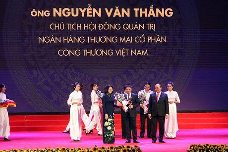 100 doanh nhan tieu bieu 2016 nhan cup Thanh Giong - Anh 6