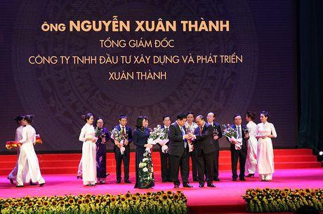 100 doanh nhan tieu bieu 2016 nhan cup Thanh Giong - Anh 9
