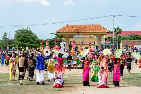 Hon 1,6 trieu luot khach du lich den Ninh Thuan trong 9 thang dau nam - Anh 2