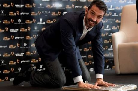 CAP NHAT sang 12/10: Buffon vuot Messi, Ronaldo de giat Ban chan vang. Suarez san bang ky luc World Cup - Anh 3