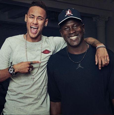 Nike tang Neymar giay 'thua' doc quyen - Anh 1