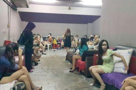 Xac minh thong tin 26 phu nu Viet trong dong mai dam o Malaysia - Anh 1