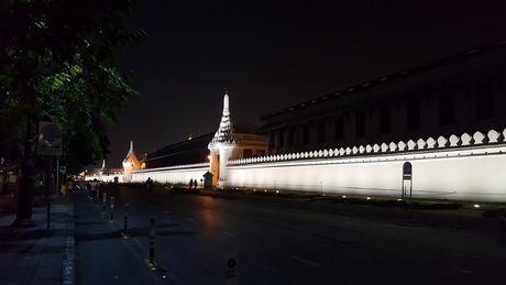 Nguoi dan Thai Lan thuong tiec Nha vua Bhumibol - Anh 5