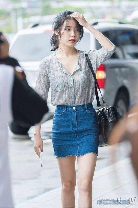 My nu 'xuyen khong' kheo chon vay ao hop long fan - Anh 5