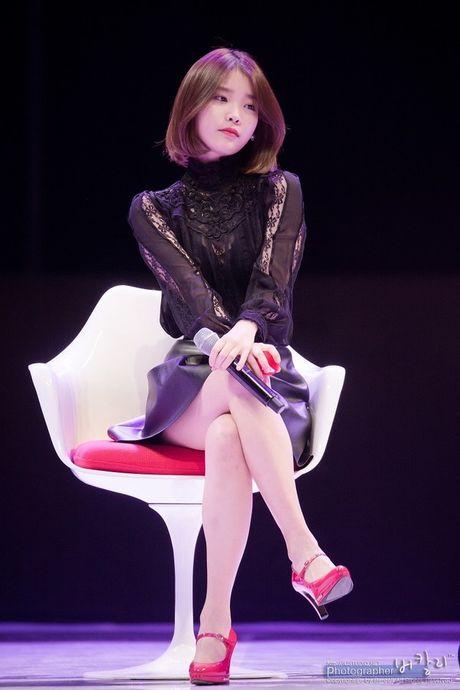 My nu 'xuyen khong' kheo chon vay ao hop long fan - Anh 6