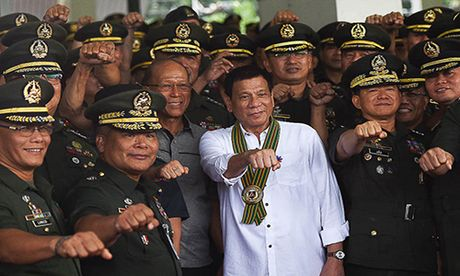 Toan canh 100 ngay dau cua Tong thong Philippines Duterte - Anh 12