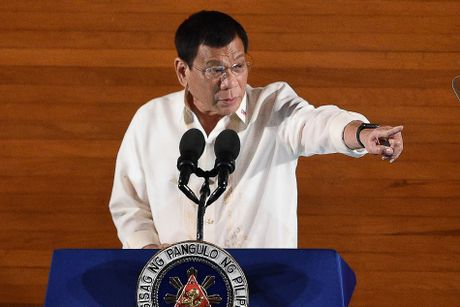 Toan canh 100 ngay dau cua Tong thong Philippines Duterte - Anh 9