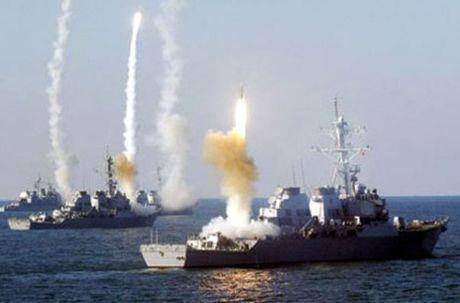 Ten lua C-802 cua Houthi co danh chim duoc tau chien My? - Anh 15