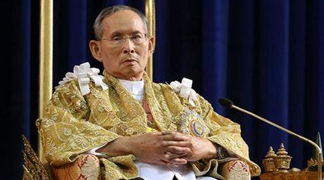 Nha vua Thai Lan Bhumipol Abdulyadej bang ha o tuoi 88 - Anh 1