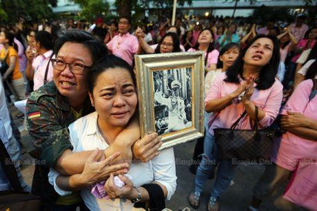 Nha vua Thai Lan Bhumipol Abdulyadej bang ha o tuoi 88 - Anh 2