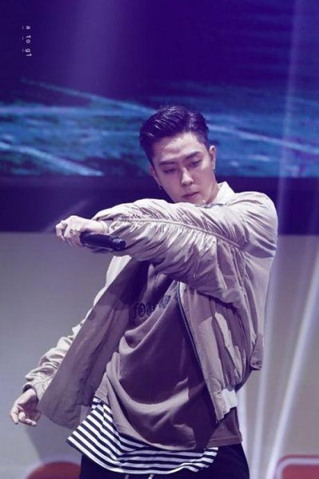 Tai xuat sau 20 nam, idol ky cuu bong hot bat ngo vi qua dien trai - Anh 1