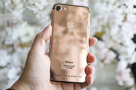 Tren tay iPhone 7 'ma vang' GoldenAce: Khi dang cap bi tra tron - Anh 1
