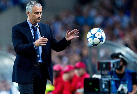 Kich cam cua Mourinho va bi mat dang sau su hat hui Schweinsteiger - Anh 2
