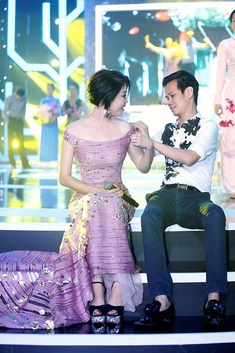 Thu Phuong bat ngo 'xuong toc' quyen ru van nguoi me - Anh 3
