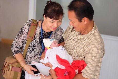 Hong Que khoe con gai 2,9 kg moi chao doi - Anh 5