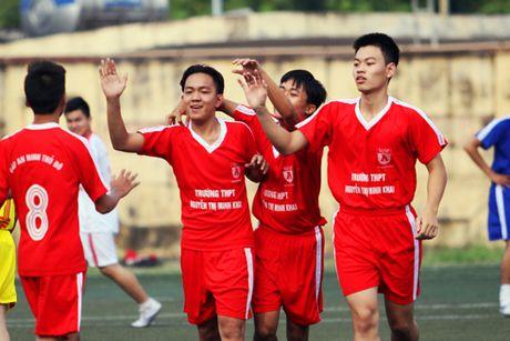 Giai bong da hoc sinh THPT Ha Noi - Bao ANTD 2016: Dat mot chan vao vong knock-out - Anh 3
