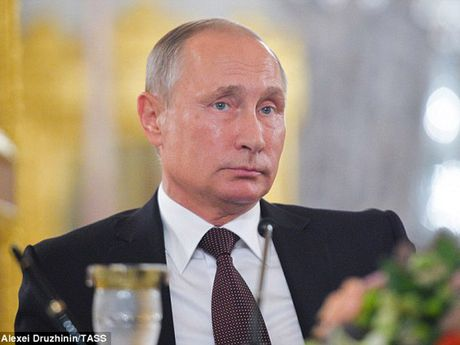 Ong Putin lenh cho toan bo vien chuc khan cap dua nguoi than ve nuoc - Anh 1