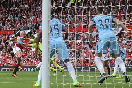 Nike dan dau danh sach ghi ban tai Premier League - Anh 1