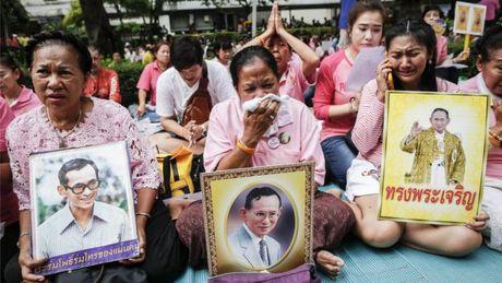 Nha vua Thai Lan Bhumibol Adulyadej bang ha - Anh 1