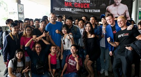 Huyen thoai UFC 'Nguoi bang' Chuck Liddell den Viet Nam - Anh 1