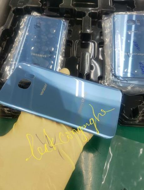 Mong vot vat tinh hinh, Samsung bo sung mau giong Note 7 tren S7 Edge - Anh 1