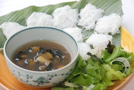Nhung hang bun oc Ha Noi khien khach san sang an o via he - Anh 4