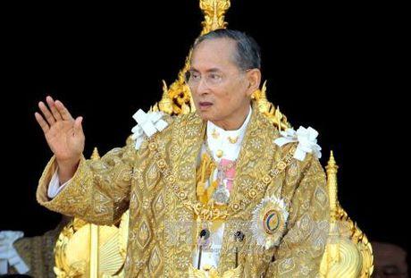Suc khoe Nha vua Thai Lan chuyen bien xau - Anh 1