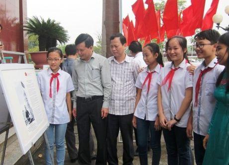 """Trien lam """"Hoang Sa, Truong Sa cua Viet Nam"""" tai Thanh Hoa - Anh 1"""