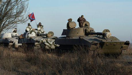 Quan doi Ukraine tan cong Donetsk, 15 linh danh thue chet, 25 bi thuong - Anh 1