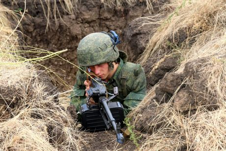 Quan doi Ukraine tan cong Donetsk, 15 linh danh thue chet, 25 bi thuong - Anh 2